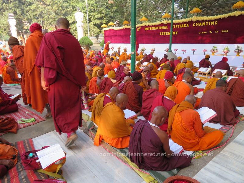 L'habillement d'un moine bouddhiste de tradition Theravada 1